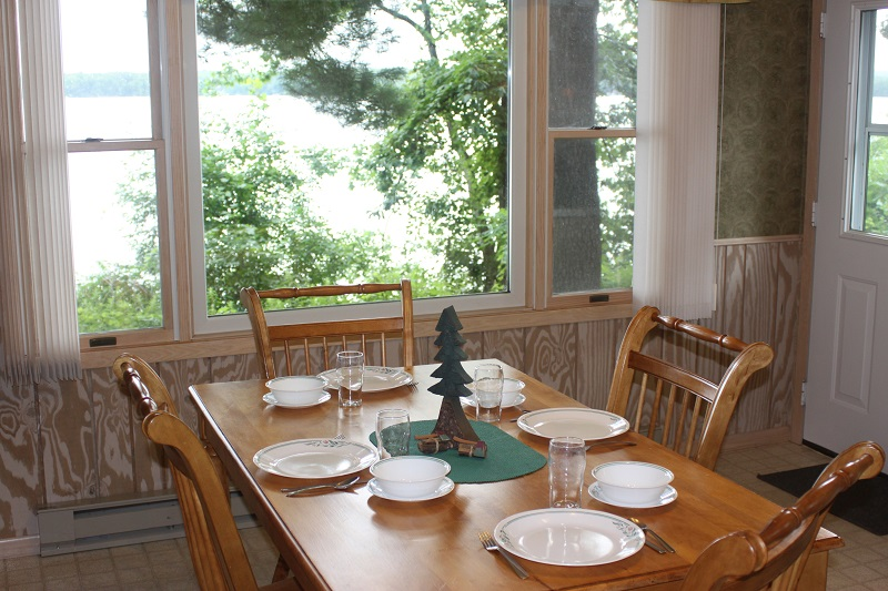COTTAGE 10 DINNING AREA