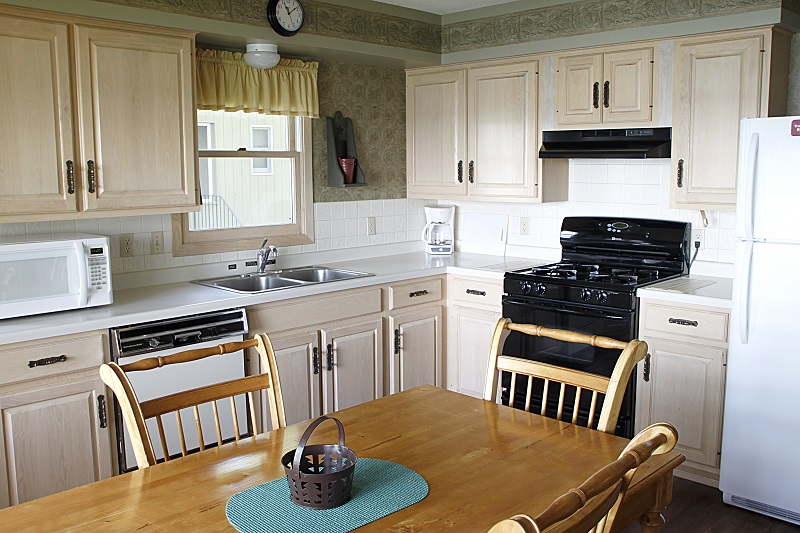 COTTAGE 10 KITCHEN