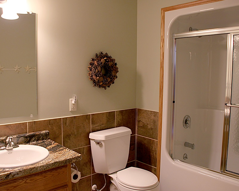 COTTAGE 2 BATHROOM 1