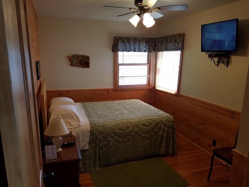 Cottage-5-Queen-Bedroom2